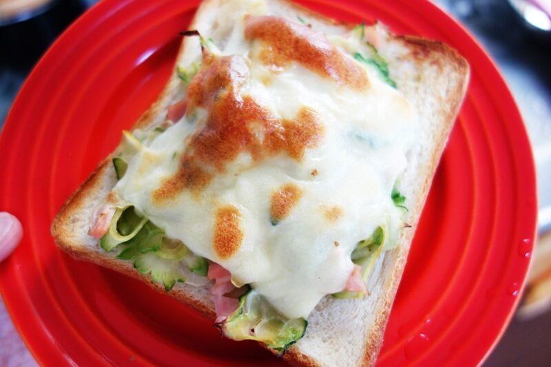 チーズを乗っける簡単レシピ、ゴーヤサラダピザトースト。